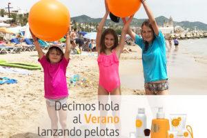 SingulaDerm reparte 1.000 pelotas en las playas para concienciar a las familias sobre la importancia de proteger la piel
